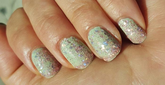 LVX Mynt and Zoya Pixie Ginni in sunlight